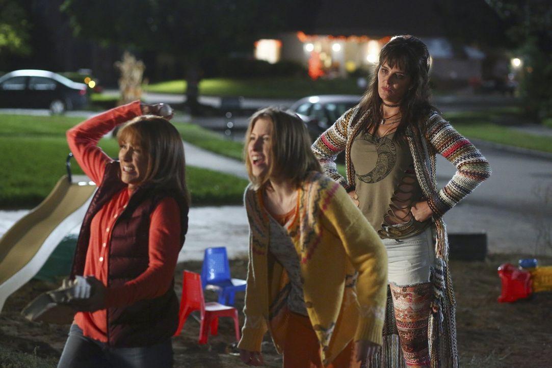 (v.l.n.r.) Frankie (Patricia Heaton); Sue (Eden Sher); Rita (Brooke Shields) - Bildquelle: Warner Brothers