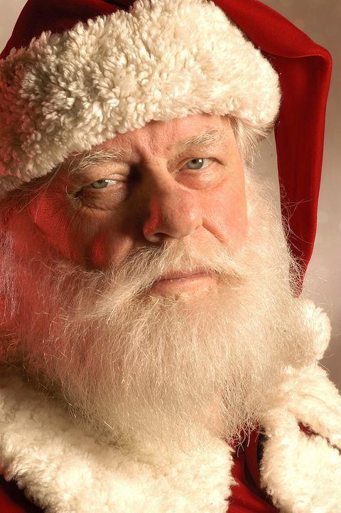 Für seine Mitmenschen immer auf der Suche nach dem Glück: der Hobby-Santa Claus Ozzie (Charles Durning) ... ... - Bildquelle: TM &   2009 CBS Studios Inc. All Rights Reserved.