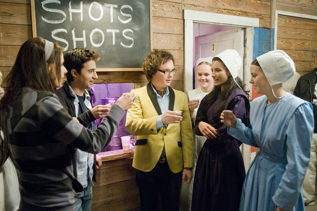 Landen auf einer Amish-Fete: (v.l.n.r.) Felicia (Amanda Crew), Ian (Josh Zuckerman) und Lance (Clark Duke) ... - Bildquelle: 2008 Summit Entertainment, LLC. All rights reserved