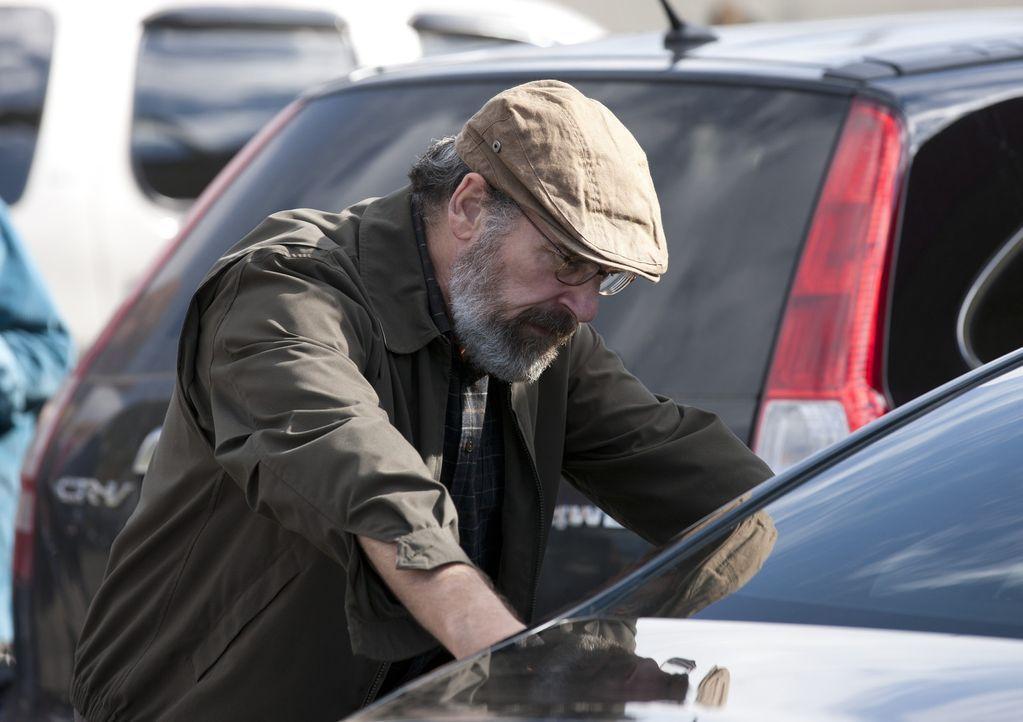 Während Abu Nazir Carrie in seiner Gewalt hat, geht Saul (Mandy Patinkin) einer Spur nach, die Peter Quinn betrifft ... - Bildquelle: 20th Century Fox International Television