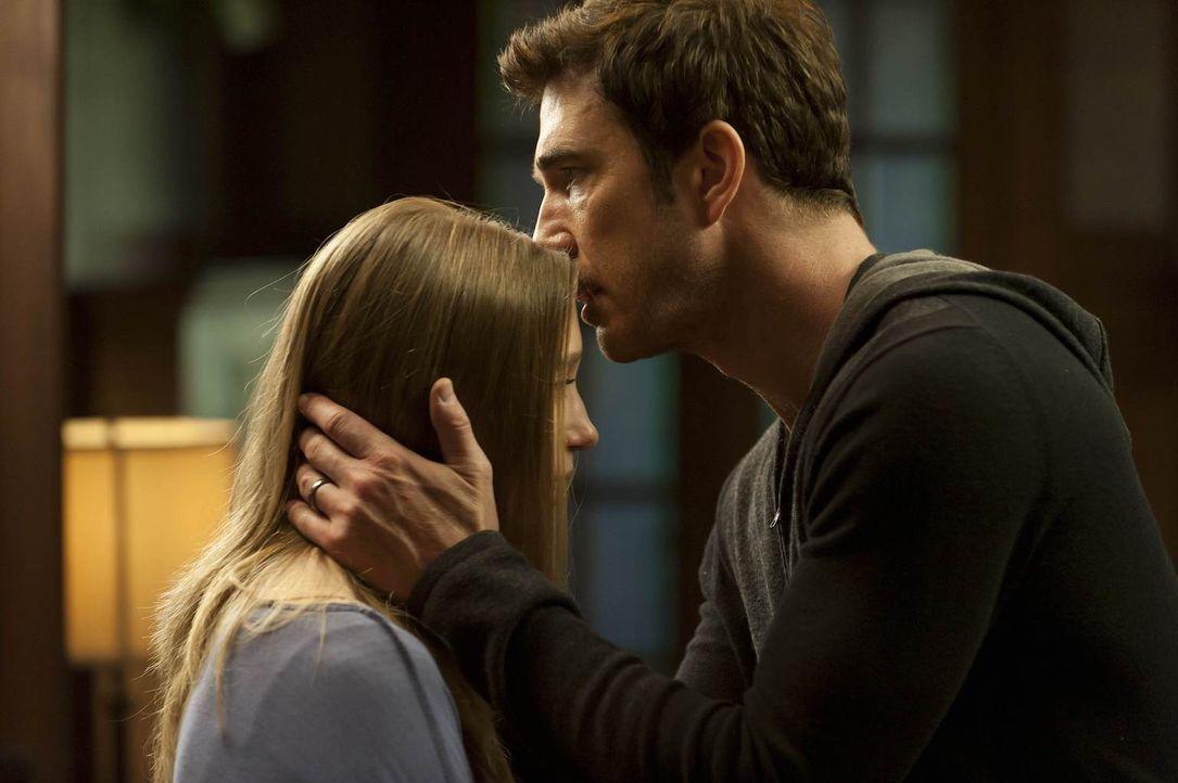 Ben (Dylan McDermott, r.) ahnt nicht, dass seine Tochter Violet (Taissa Farmiga, l.) ein dunkles Geheimnis hütet ... - Bildquelle: 2011 Twentieth Century Fox Film Corporation. All rights reserved.