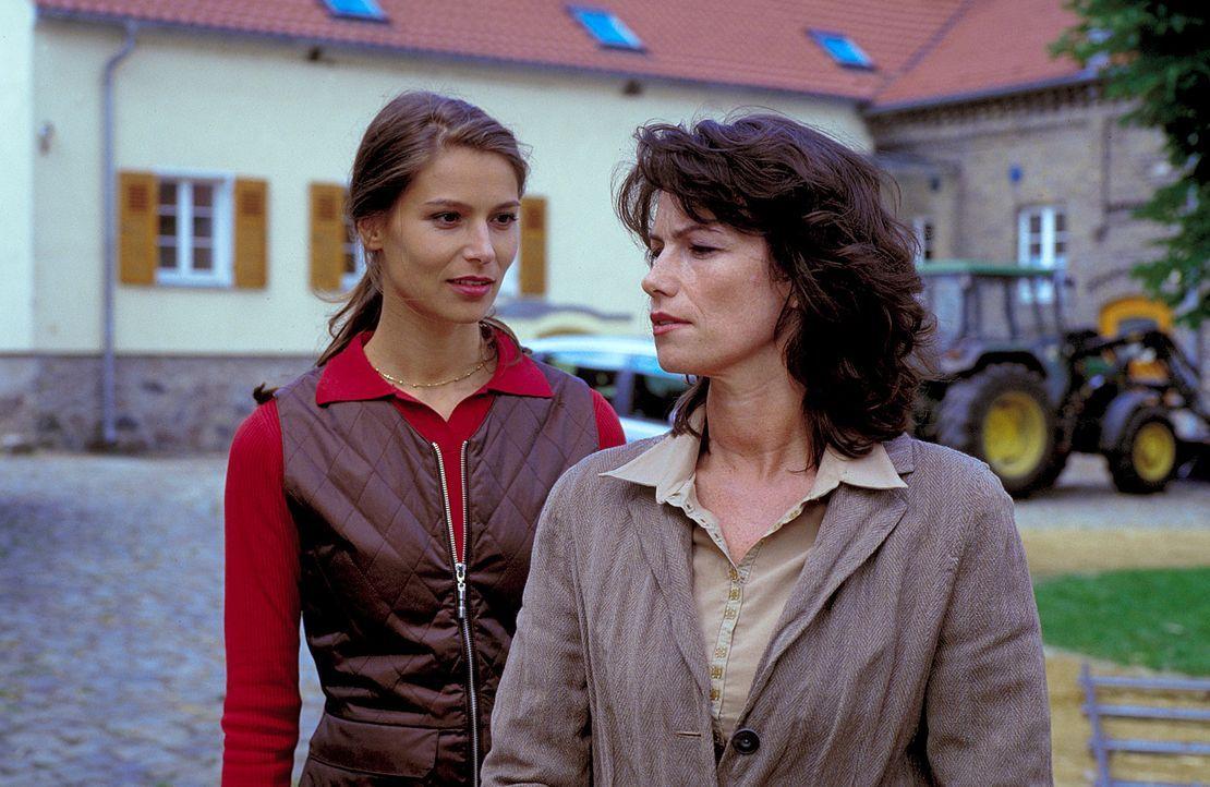 Dein Mann wird mir gehören: Catharina (Sabine Vitua, r.) ist Isabel (Stefanie Schmid, l.) ein Dorn im Auge, den es auszureißen gilt ... - Bildquelle: Noreen Flynn