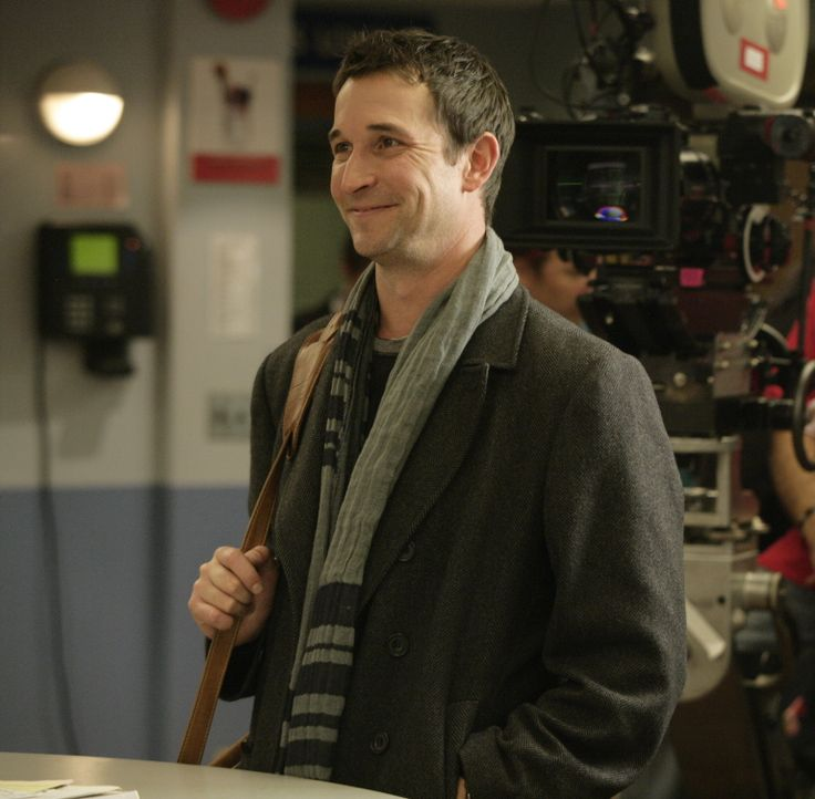"""Bei den Dreharbeiten zu """"Emergency Room"""" ... - Bildquelle: Warner Bros. Television"""