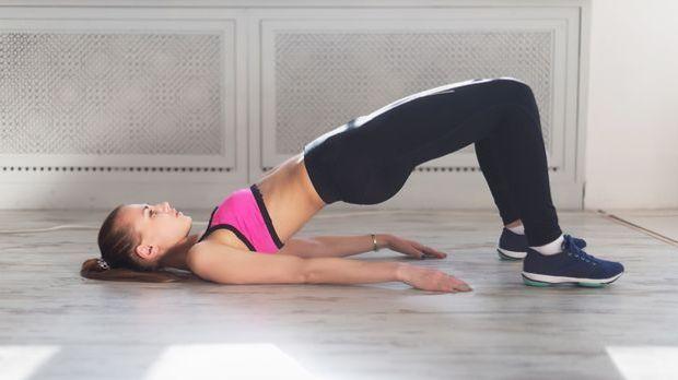 Video: Bauch-Beine-Po-Workout: Übungen für zuhause | SAT.1 on