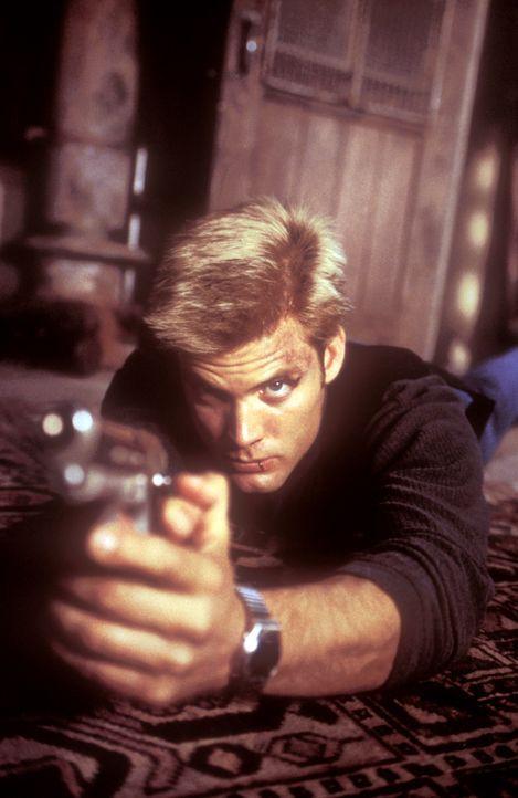 Kims Leben hängt von den Fähigkeiten von Connor Spears (Casper Van Dien) ab, der alles versucht, um seine Ex-Freundin zu befreien ... - Bildquelle: 2000  MUSE PRODUCTIONS (TRACKER) INC.