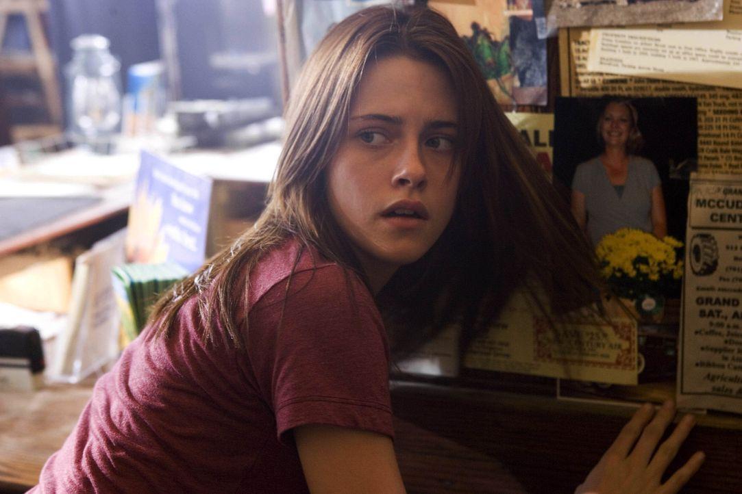 Erst spät erfährt Jess (Kristen Stewart), was in ihrem neuen Zuhause geschehen ist und wohl auch wieder geschehen wird. Doch ihre verzweifelten Wa... - Bildquelle: 2005 GHP-3 SCARECROW, LLC.