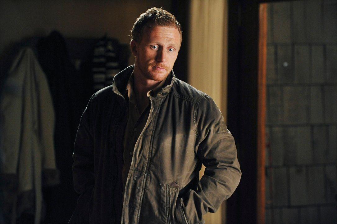 Alex muss mit Bailey kämpfen, denn sie weigert sich, ihn operieren zu lassen, bevor er nicht die Kugel aus seiner Brust entfernen lässt, während Owe... - Bildquelle: ABC Studios