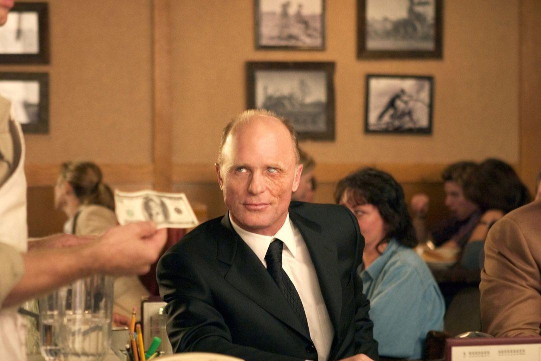 Als Diner-Besitzer Tom zwei gefährliche Gangster zur Strecke bringen kann, wird er in den Medien als Held gefeiert. Doch dieser Ruhm fördert unglück... - Bildquelle: 2005 Warner Bros.