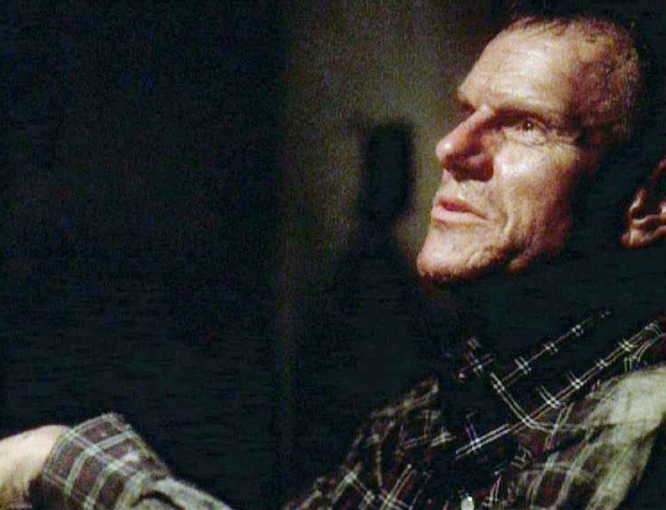 Sergeant Bill Atlas (Steve Rankin) ist genauso wie seine ehemaligen Kameraden entführt worden und bangt um sein Leben ... - Bildquelle: CBS Television