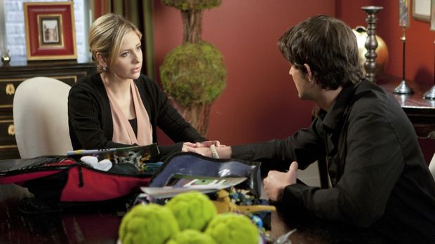 Siobhan (Sarah Michelle Gellar, l.) möchte mit Henry (Kristoffer Polaha, r.)...