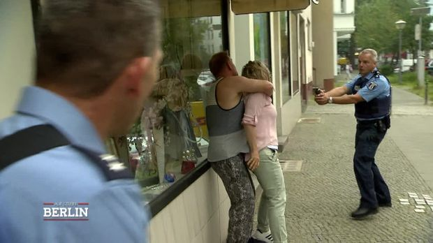 Auf Streife - Berlin - Auf Streife - Berlin - Mamas Neuer Freund