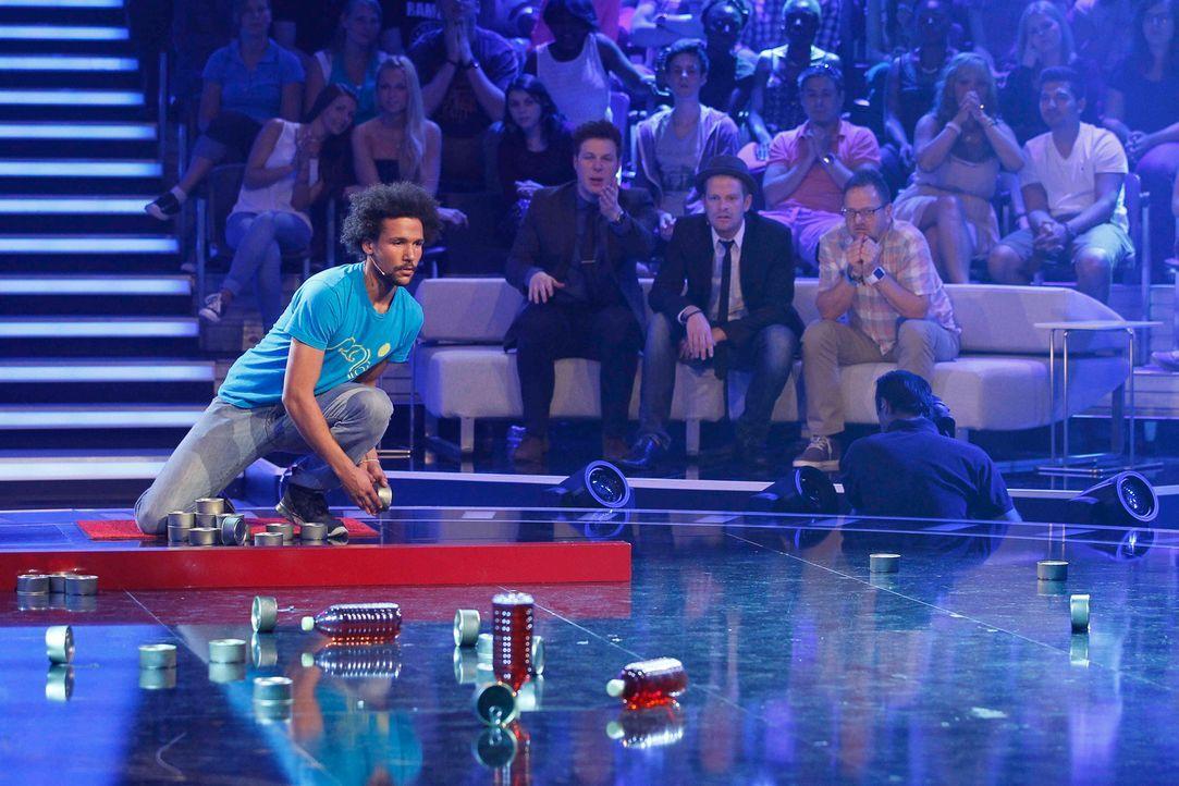 Lukas gibt alles. Das Publikum ist gespannt, ob er die Zeit besiegen kann ... - Bildquelle: SAT.1