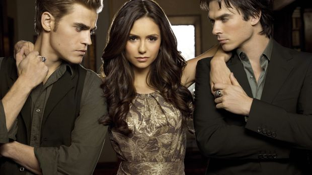 (2. Staffel) - Damon (Ian Somerhalder, r.) fordert seinen Bruder Stefan (Paul...