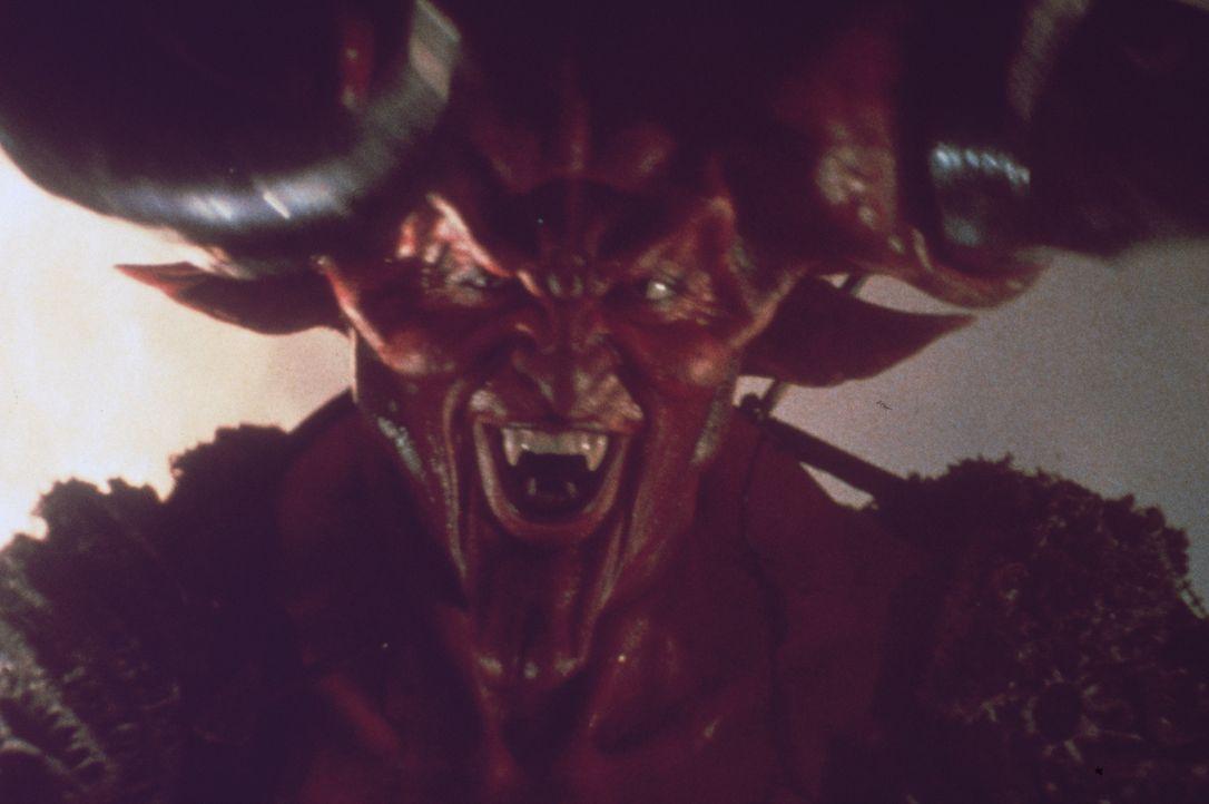 Der Fürst der Finsternis (Tim Curry) will das ganze Land in ein einziges, böses Reich der Nacht verwandeln ... - Bildquelle: Universal Pictures