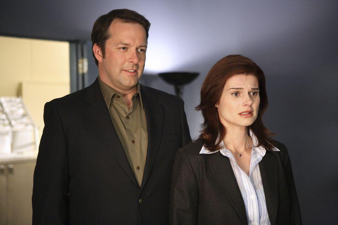 Plötzlich tauchen David (Ken Tremblett, l.) und Julia Peterson (Carrie Genzel, r.) auf, und behaupten Kyles Elter zu sein. Ein Schock für alle ... - Bildquelle: TOUCHSTONE TELEVISION