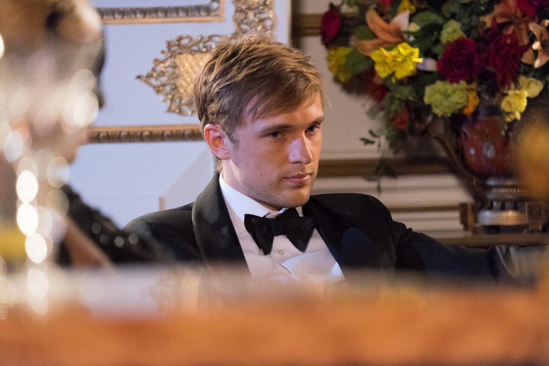 Der jährliche Wohltätigkeitsmaskenball wird zu einer Nacht, die Prinz Liam (William Moseley), Prinzessin Eleanor und Königin Helena nicht so schnell... - Bildquelle: Jim Marks 2014 E! Entertainment Media LLC/Lions Gate Television Inc.