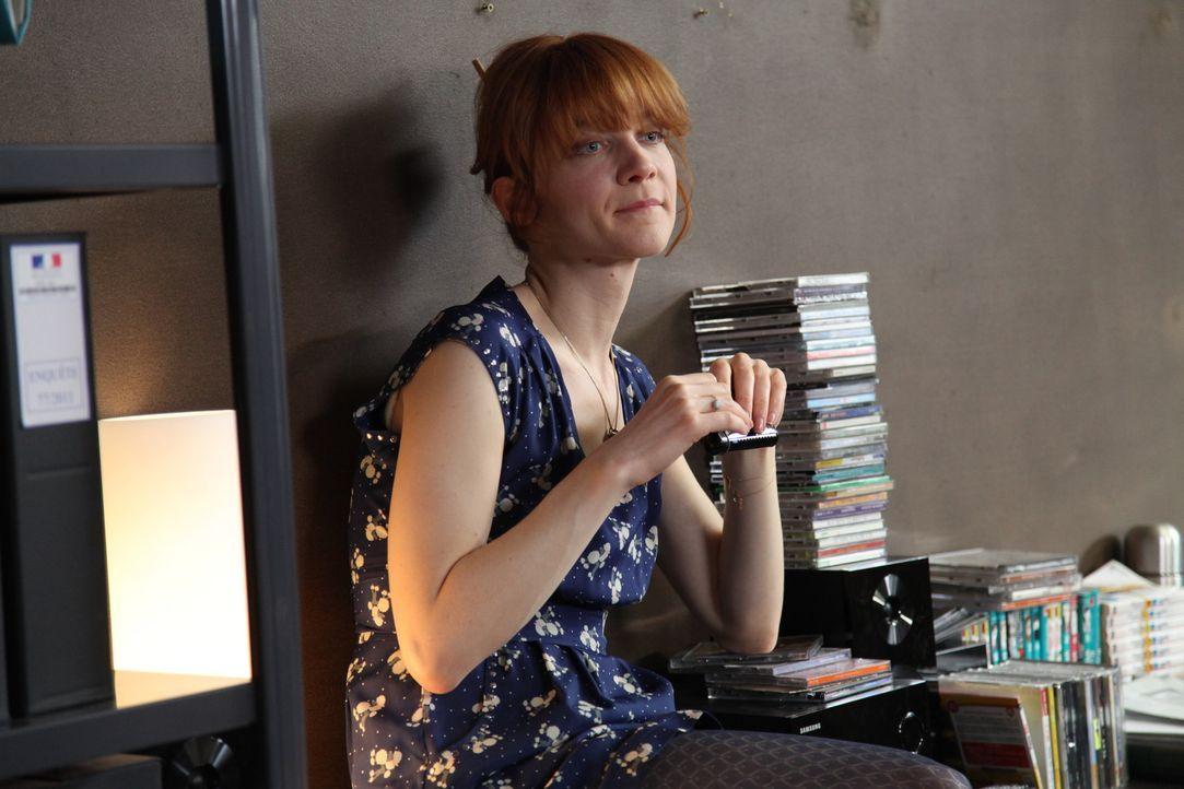 Ohne Chloé (Odile Vuillemin) hätte das Team fast keine Chance den Mord an einer jungen Studentin aufzuklären ... - Bildquelle: Stanislas Marsil 2011 BEAUBOURG AUDIOVISUEL