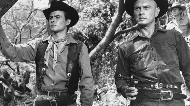 Wird der Bandit Calvera wieder angreifen? Der Cowboy Chris Adams (Yul Brynner...