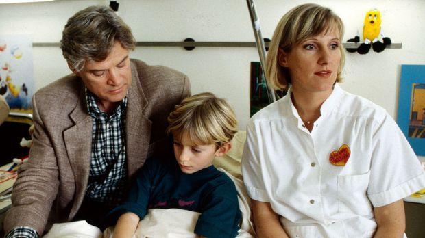 Schwester Hilde (Heike Jonca, r.) ist sich sicher, dass Kurt Hellmann (Rüdige...