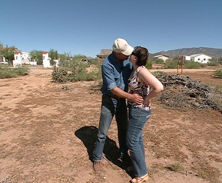 Schon seit Jahren will Norbert Kurzkurt (l.) ins Mutterlandland der Cowboys und Indianer umsiedeln. Sein Plan: In der Wüste Arizonas ein Niedrigener... - Bildquelle: kabel eins
