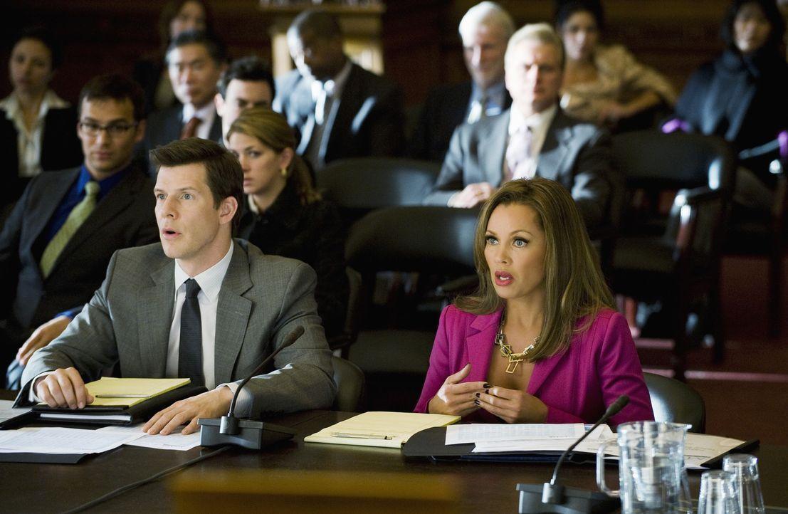Daniel (Eric Mabius, l.) und Wilhelmina (Vanessa Williams, r.) entschließen sich, ihr privates Vermögen zu opfern, um Meade Publications zu retten .... - Bildquelle: 2008   ABC Studios