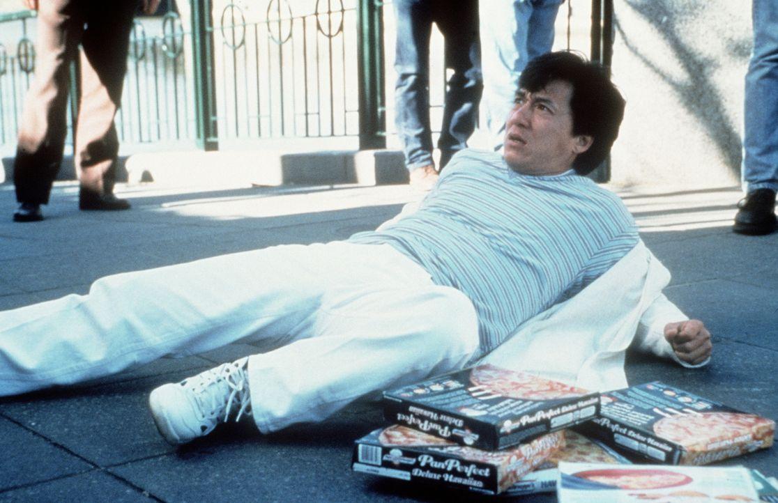 Als der allseits beliebte Fernsehkoch Jackie (Jackie Chan) mit einer Passantin zusammenstößt, nimmt das Unheil seinen Lauf ... - Bildquelle: Kinowelt Filmverleih