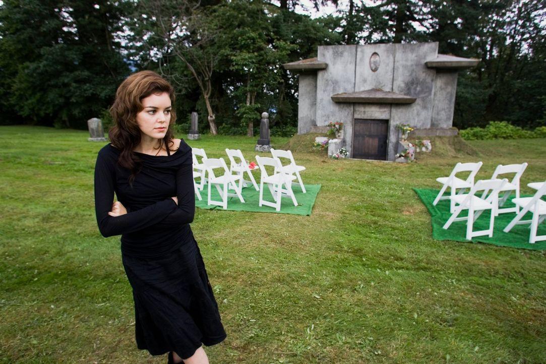 Als die Schwiegermutter ihrer angeblich verstorbenen Schwester tödlich verletzt aufgefunden wird, erkennt Christy (Nora Zehetner), dass sie in ihre... - Bildquelle: (2007) BY MTV FILMS AND PARAMOUNT PICTURES. ALL RIGHTS RESERVED.