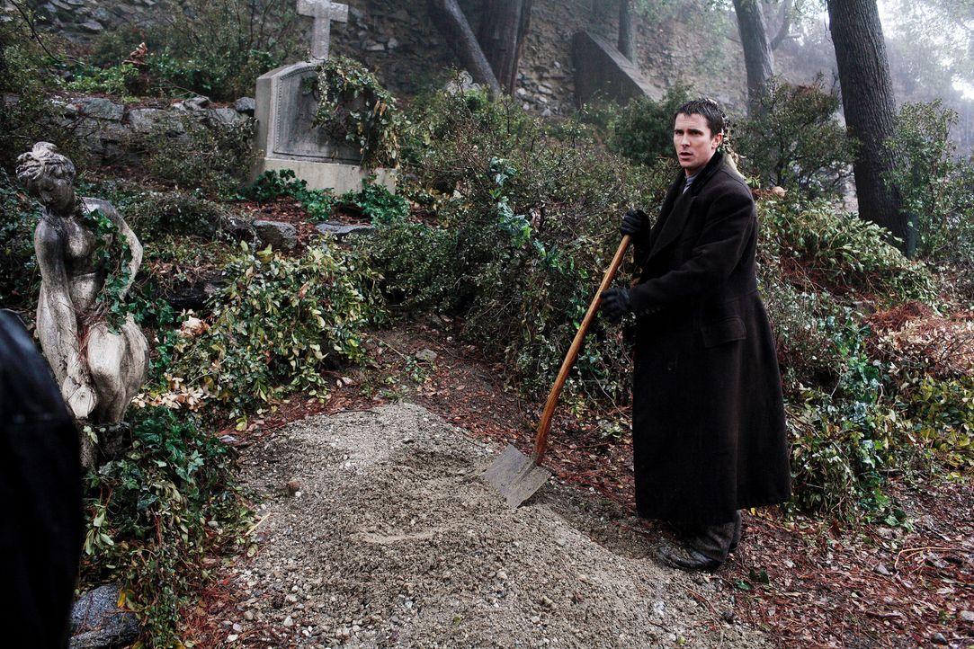 Ein traumatisches Ereignis sorgt dafür, dass Robert Angier und Alfred Borden (Christian Bale) zu erbitterten Gegnern werden. Fortan will jeder dem... - Bildquelle: Warner Television