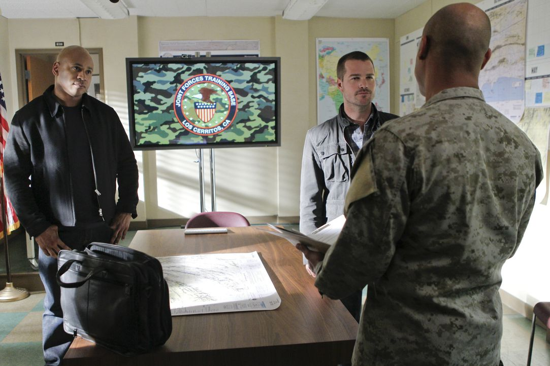 Callen (Chris O'Donnell, M.) und Sam (LL Cool J, l.) versuchen, einen neuen Fall zu lösen ... - Bildquelle: CBS Studios Inc. All Rights Reserved.