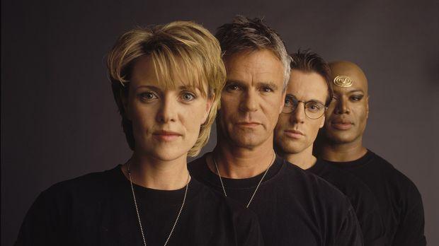 (2.Staffel) - Sam (Amanda Tapping, l.),Jack (Richard Dean Anderson, 2.v.l.),...