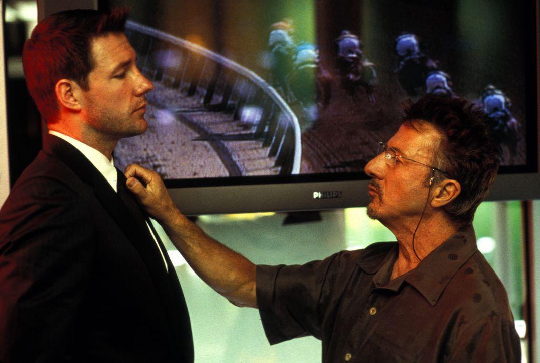 Jake Vig (Edward Burns, l.) würde die Angelegenheit mit dem Diebstahl am liebsten rückgängig machen. Aber so leicht lässt ihn der King (Dustin H... - Bildquelle: Lions Gate Films Inc.