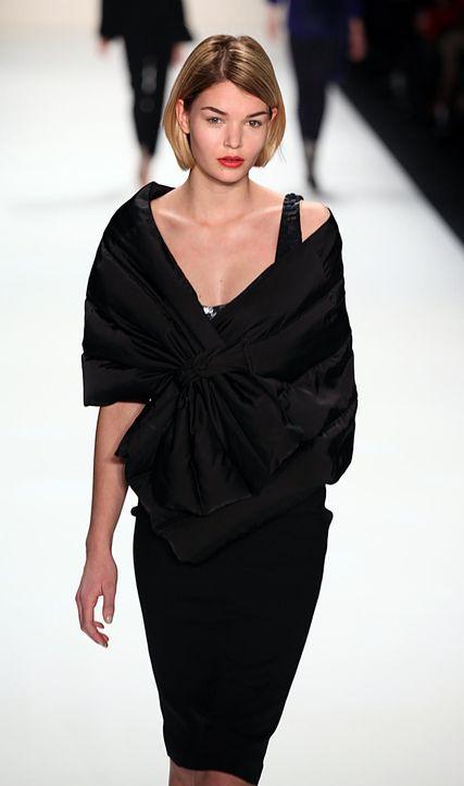 luisa-hartema-2-fashion-week-berlin-13-01-17jpg 887 x 1500 - Bildquelle: WENN.com
