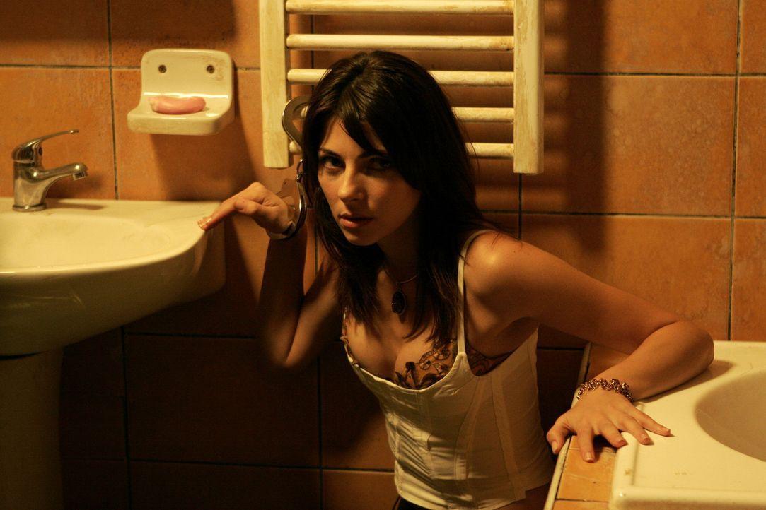 Der CIA-Agent Sonni Griffith bekommt den Auftrag, die attraktive Russin Nadia (Silvia Colloca) sicher aus Rumänien nach Amerika zu bringen. Seinen S... - Bildquelle: 2005 Micro-Fusion 2004-14 LLP. All Rights Reserved.