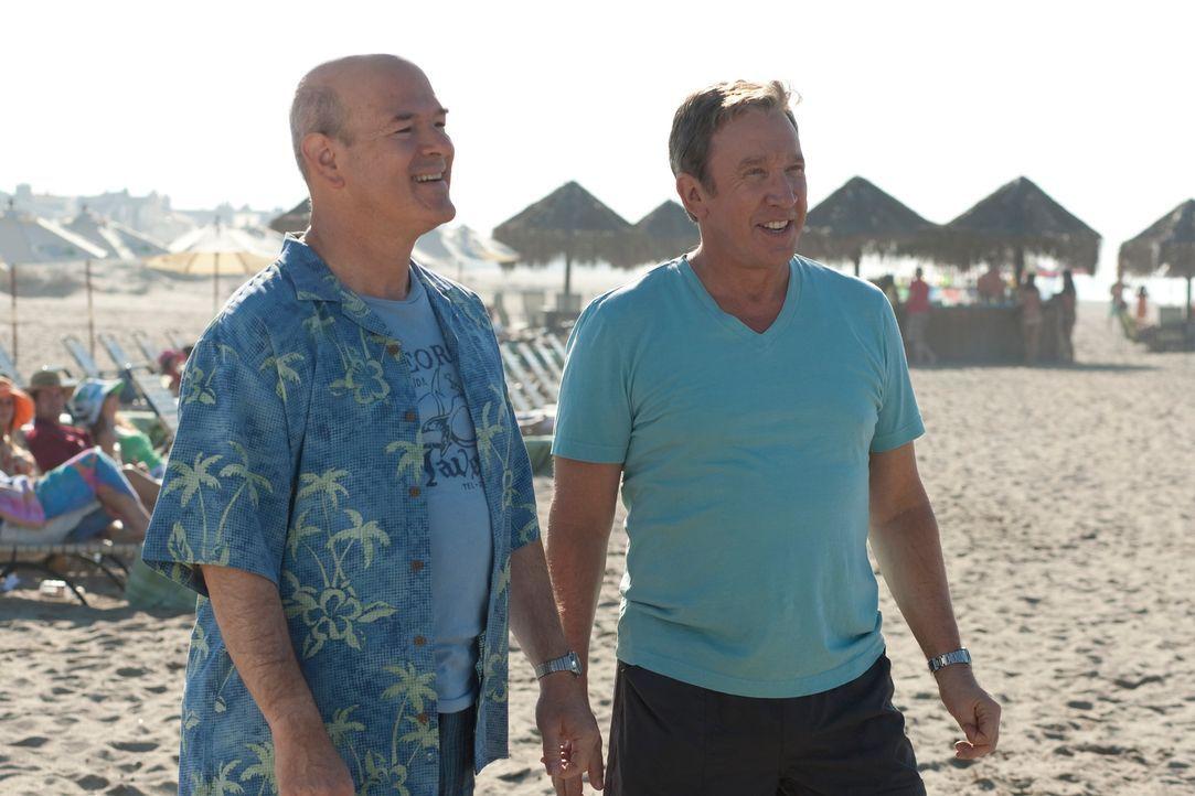 Während seines Mexiko-Urlaubes mit seinem Freund Lipschutz (Larry Miller, l.) lässt sich Henry (Tim Allen, r.) auf eine neue, gefährliche Sportart e... - Bildquelle: Koch Media GmbH, Six Wives, LLC.