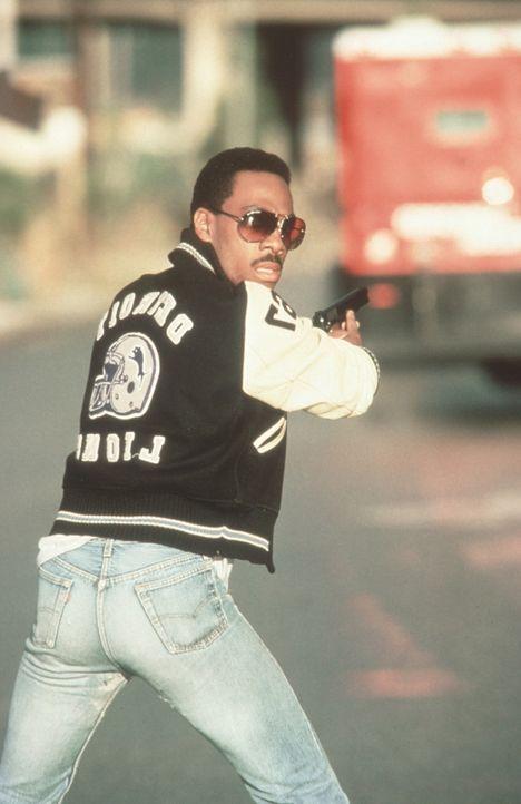 Cop Axel (Eddie Murphy) schießt so schnell wie er spricht ... - Bildquelle: Paramount Pictures