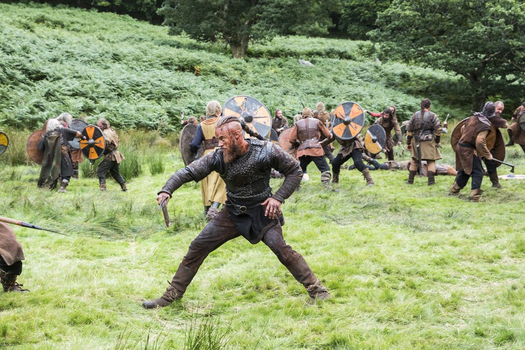 Um Jarl Borg für immer aus Kattegat zu vertreiben, schrecken Ragnar (Travis Fimmel) und seine Männer vor nichts zurück ... - Bildquelle: 2014 TM TELEVISION PRODUCTIONS LIMITED/T5 VIKINGS PRODUCTIONS INC. ALL RIGHTS RESERVED.