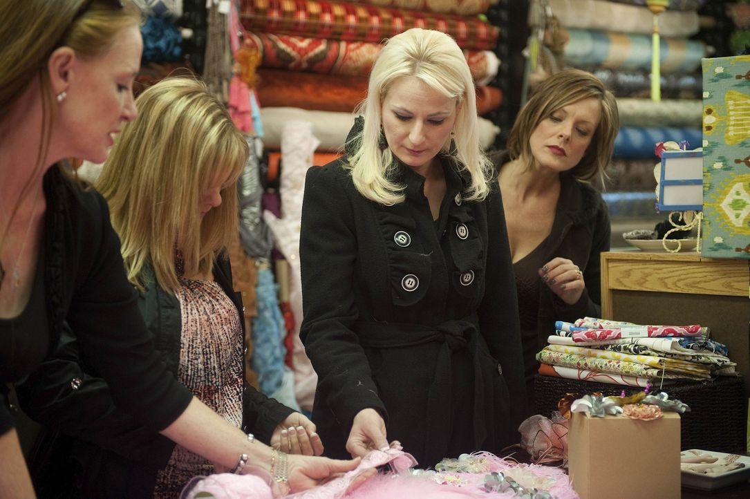 Nehmen das Kostümthema selbst in die Hand: Jill (l.), Melissa (2.v.l.), Christi (2.v.r.) und Kelly (r.) ... - Bildquelle: Scott Gries 2012 A+E Networks
