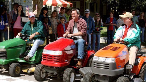 Mike (Neil Flynn, M.) macht bei einem Rennen der ganz besonderen Art mit, bei...