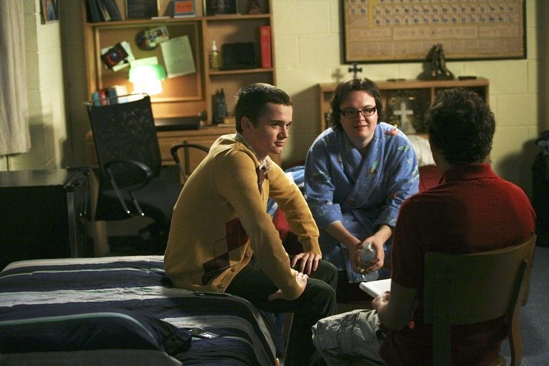 Rusty (Jacob Zachar, r.) entdeckt, dass Dales (Clark Duke, M.) bester Freund Kirk (Dan Byrd, l.) ein dunkles Geheimnis hat ... - Bildquelle: 2008 ABC Family