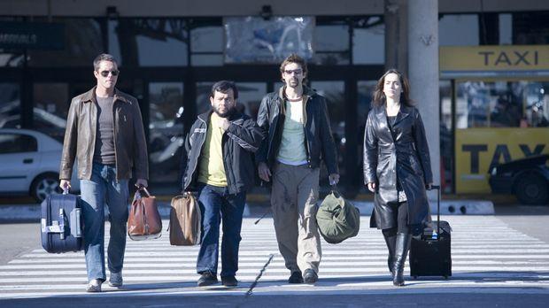 Die vier Bankräuber (v.l.n.r.) Carlos (Tony Dalton), Leserio (Silverio Palaci...