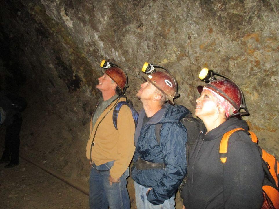 In den Tiefen der Mine machen Rich (l.), Jack (M.) und Leash (r.) einen vielversprechenden Fund, doch den müssen sie jetzt noch bergen ... - Bildquelle: High Noon Entertainment, 2015