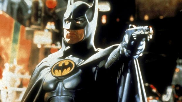 Die seltsamen Verbrechen in Gotham City machen Batman (Michael Keaton) große...