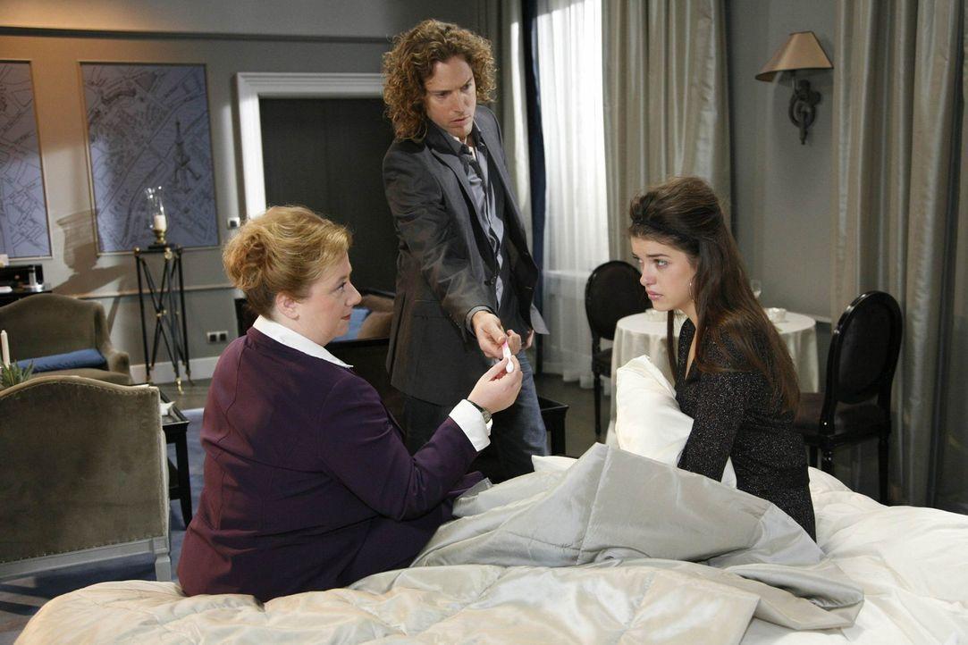 Jeffrey (Clayton M. Nemrow, M.) ist sauer auf Amanda (Marie Nasemann, r.) und Paula (Regine Hentschel, l.), da sie eiserne Regeln missachtet haben ... - Bildquelle: SAT.1