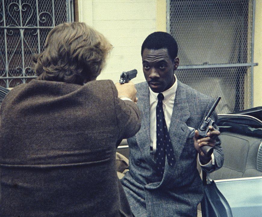 Knastvogel und zeitweiliger Hilfs-Polizist Reggie (Eddie Murphy, r.) versucht seinen Partner Jack (Nick Nolte, l.) zu überzeugen, dass es von Vorte... - Bildquelle: Paramount Pictures