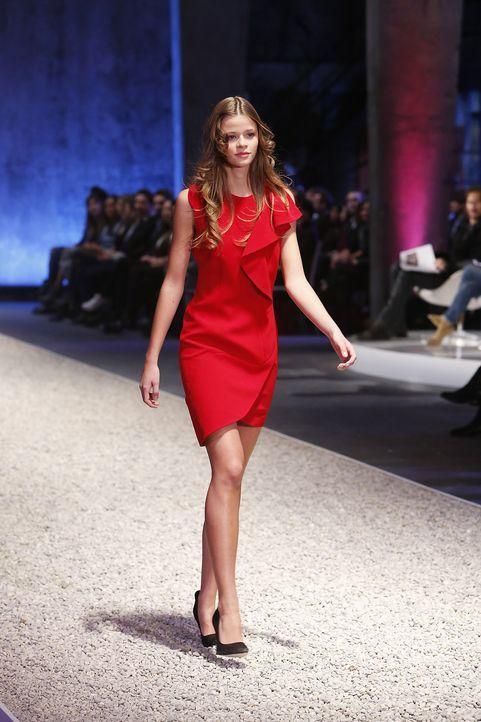 GNTM-Stf10-Epi03-Fashionshow-56-ProSieben-Richard-Huebner - Bildquelle: ProSieben/Richard Huebner