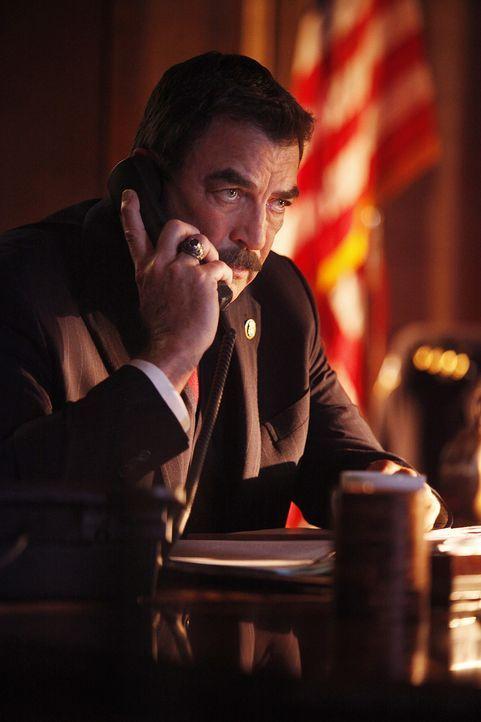 Sein Sohn Danny ist in großen Schwierigkeiten, doch diesmal kann Frank (Tom Selleck) ihm bedauerlicherweise auch nicht helfen ... - Bildquelle: 2011 CBS Broadcasting Inc. All Rights Reserved