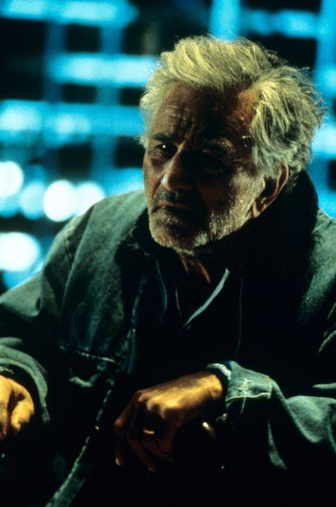 Auch für den Lebenslänglichen Mendy Ripstein (Peter Falk) geht ein Traum in Erfüllung: Mit seinen weit reichenden Verbindungen zu beiden Seiten d... - Bildquelle: Miramax Films