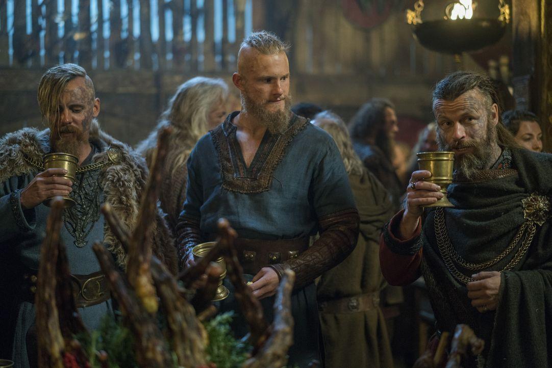Während die Bewohner Kattegats glauben, dass die Götter Ragnar verlassen haben, versammeln sich die Krieger und Anführer, die mit Bjorn Eisenseite (... - Bildquelle: 2016 TM PRODUCTIONS LIMITED / T5 VIKINGS III PRODUCTIONS INC. ALL RIGHTS RESERVED.