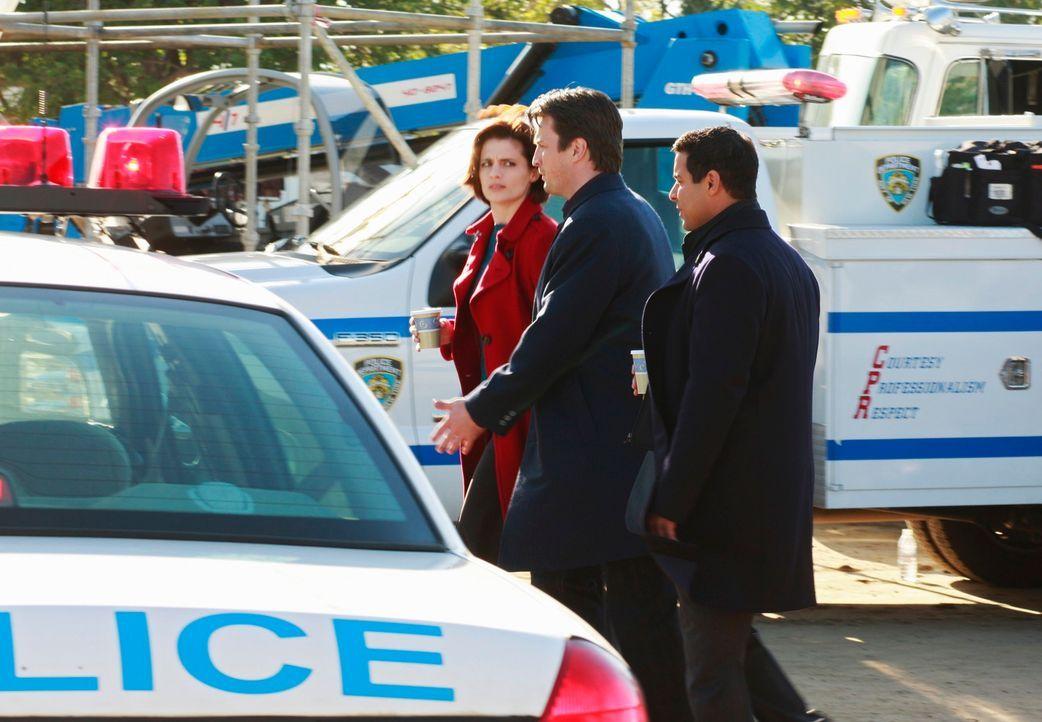 Durch den aktuellen Fall werden Kate Beckett (Stana Katic, l.), Richard Castle (Nathan Fillion, M.) und Javier Esposito (Jon Huertas, r.) gezwungen,... - Bildquelle: ABC Studios