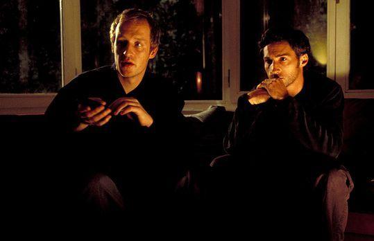 Zimmer der Angst - Daniel Neymann (Benjamin Sadler, r.) glaubt, bei einer Spo...